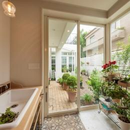 花と過ごす都会の家~賃貸併用二世帯住宅 (サンルーム)