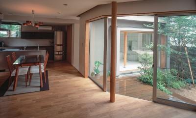 仕事場のある家|あなたの場所・自分の居場所を創る|階段と対面キッチンをカウンターで結び合わせ