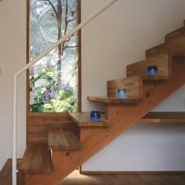 仕事場のある家|あなたの場所・自分の居場所を創る|階段と対面キッチンをカウンターで結び合わせ (仕事空間)