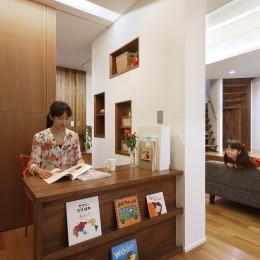 仕事場のある家|あなたの場所・自分の居場所を創る|キッチンとの関係性を良好に家事コーナーのコミュニティ (仕事場と家族空間の関係)