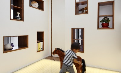 仕事場のある家|あなたの場所・自分の居場所を創る|キッチンとの関係性を良好に家事コーナーのコミュニティ (光の間|昼の景)