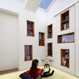 仕事場のある家|あなたの場所・自分の居場所を創る|キッチンとの関係性を良好に家事コーナーのコミュニティ (光の間|夕の景)