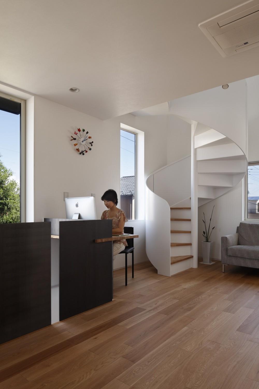 仕事場のある住まい|あなたの場所・自分の居場所づくり|個室と家族空間の結び目 ミニマムなワークコーナー (ワークプレイス|仕事のコーナー)