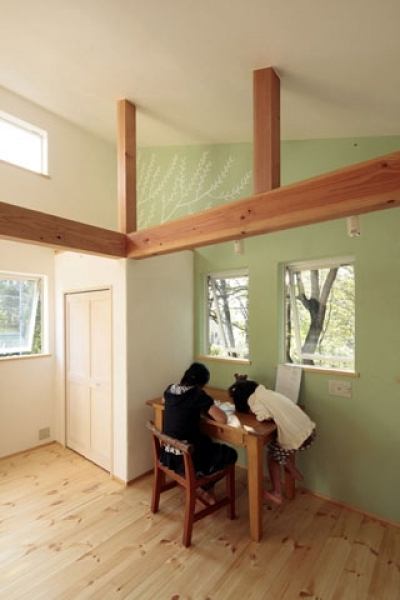 子供部屋3 (木と土の家)