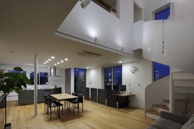 仕事場のある住まい あなたの場所・自分の居場所づくり 個室と家族空間の結び目 ミニマムなワークコーナー (リビングの広がり)