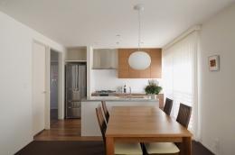 NK邸 / 二世帯住宅へのリノベーション (ダイニングキッチン)