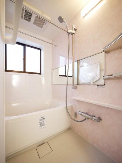バスルーム (戸建の和室をオープンな空間に)