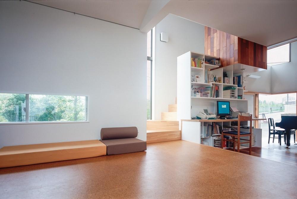仕事場のある住まい|あなたの場所・自分の居場所を創る|リビングと音楽室を結ぶ ワークスペース (異なる機能空間を仕事場で結ぶ)
