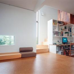 仕事場のある住まい|あなたの場所・自分の居場所を創る|リビングと音楽室を結ぶ ワークスペース