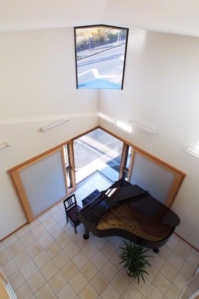 仕事場のある住まい あなたの場所・自分の居場所を創る リビングと音楽室を結ぶ ワークスペース (街角の音楽室)
