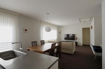 NK邸 / 二世帯住宅へのリノベーション (リビングダイニング)