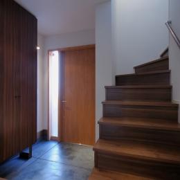 NK邸 / 二世帯住宅へのリノベーション (玄関)