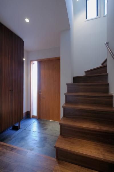 玄関 (NK邸 / 二世帯住宅へのリノベーション)