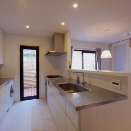 NK邸 / 二世帯住宅へのリノベーション (キッチン)