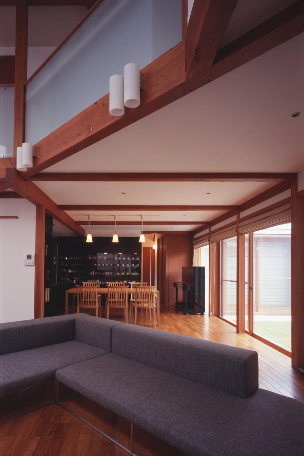 仕事場のある住まい|あなたの場所・自分の居場所を創る|リビングコーナーながら 専用の坪庭を持つスタディスペース (リビングから見通す)