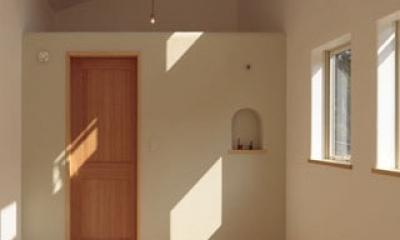 木と土の家 (寝室1)