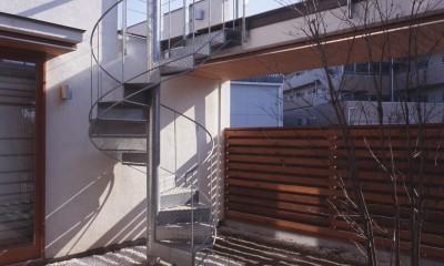 仕事場のある住まい|あなたの場所・自分の居場所を創る|リビングコーナーながら 専用の坪庭を持つスタディスペース (中庭の落ち着き)