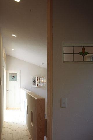 木と土の家の部屋 廊下・階段1