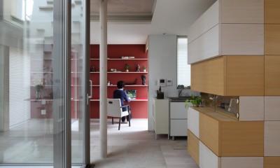 仕事場のある住まい|あなたの場所・自分の居場所を創る|思い出の品々も受け止める マルチタスクな場所 (左手光庭|正面|仕事場)