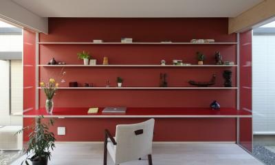 仕事場のある住まい|あなたの場所・自分の居場所を創る|思い出の品々も受け止める マルチタスクな場所 (うちと外とが同じ色で連続する)