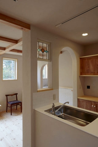 木と土の家の部屋 キッチン