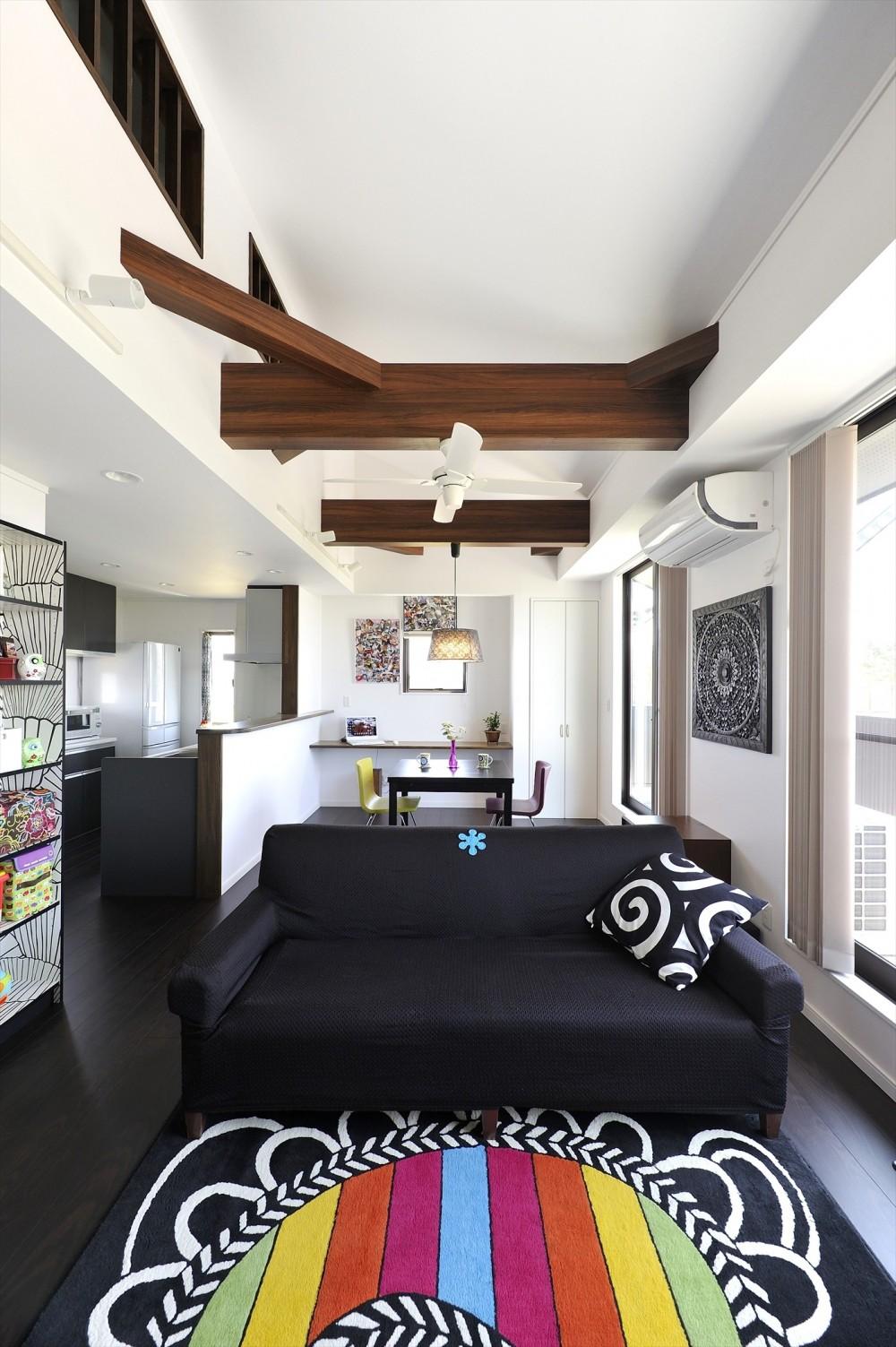 WAの黒の家 (リビング・ダイニング・キッチン)