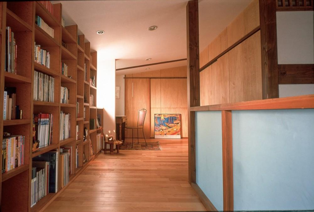 仕事場のある住まい|あなたの場所・自分の居場所を創る|大切な本の傍で至福の時を過ごす (仕事場の夕景)