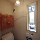 木と土の家の写真 トイレ