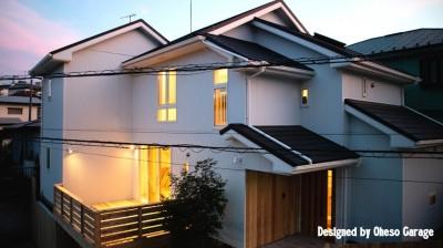 「贅沢に無垢材を使用した、人々が集まる温かい家。」 (外観)