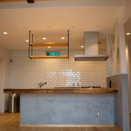 「贅沢に無垢材を使用した、人々が集まる温かい家。」