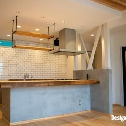 「贅沢に無垢材を使用した、人々が集まる温かい家。」 (キッチン/オリジナルカウンター)