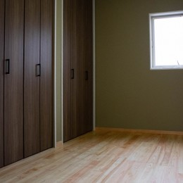 「贅沢に無垢材を使用した、人々が集まる温かい家。」 (1F Room)