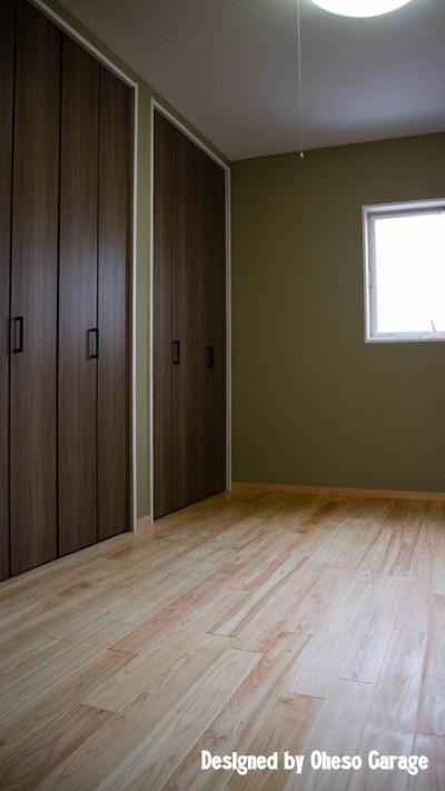 1F Room (「贅沢に無垢材を使用した、人々が集まる温かい家。」)