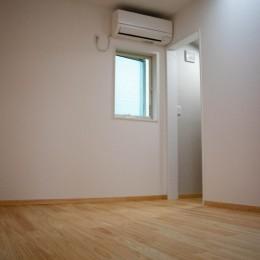 「贅沢に無垢材を使用した、人々が集まる温かい家。」 (2F Room1)