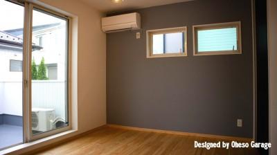2F Room3 (「贅沢に無垢材を使用した、人々が集まる温かい家。」)