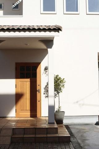 木と土の家の部屋 外観1