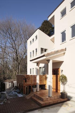 木と土の家の部屋 外観2