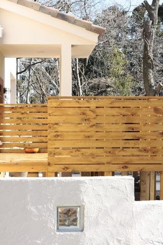 木と土の家の部屋 外構1
