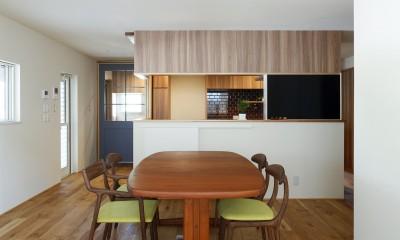 ヒカハウス~大きな片流れの屋根とおしゃれなカーポート~ (ダイニングキッチン)