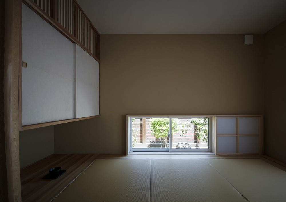 ヒカハウス~大きな片流れの屋根とおしゃれなカーポート~ (和室(寝室))