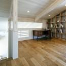 ヒカハウス~大きな片流れの屋根とおしゃれなカーポート~の写真 書斎兼ライブラリースペース