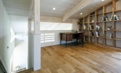 ヒカハウス~大きな片流れの屋根とおしゃれなカーポート~ (書斎兼ライブラリースペース)