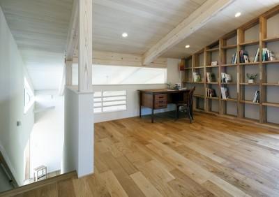 書斎兼ライブラリースペース (ヒカハウス~大きな片流れの屋根とおしゃれなカーポート~)