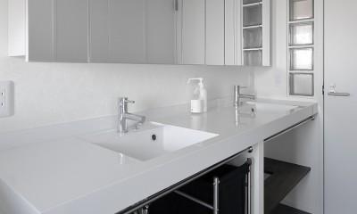 「海」を感じる住まいへリノベーション (家族で使えるゆとりの洗面室)