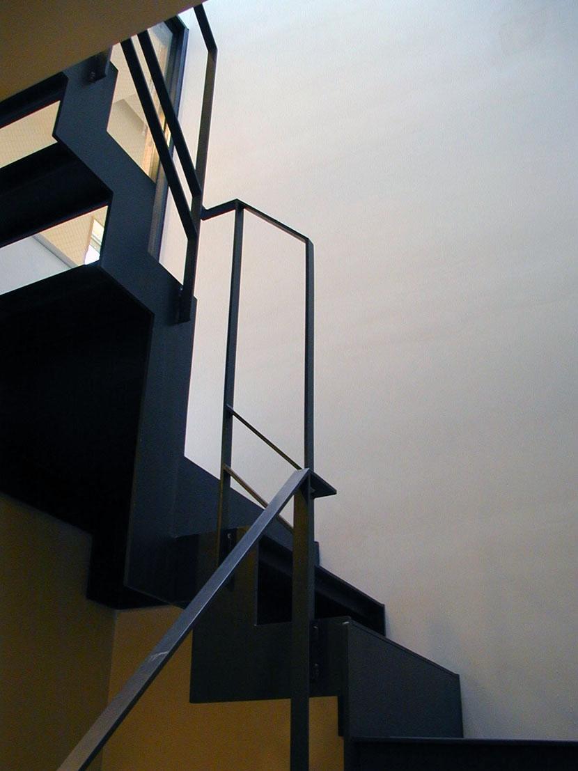 その他事例:共用階段(古川ビル / オーナー住戸付き事務所ビル)