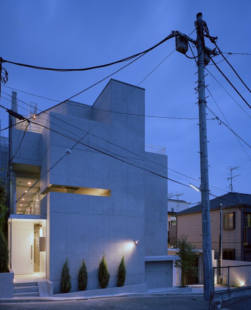 D-FLAT / オーナー住戸付き集合住宅 (外観夕景)
