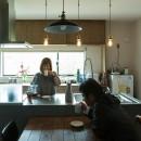 ヒカリノイエ~3世代2世帯が住む味わいのある古民家リノベーション~の写真 ダイニングキッチン~暮らし