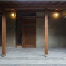 ヒカリノイエ~3世代2世帯が住む味わいのある古民家リノベーション~の写真 子世帯玄関