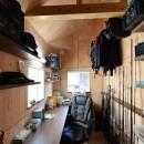 藍いろの家~横葺きのガルバリウム外壁が特徴の家型のおうち。家型フォルムの中の通り土間は家族のお気に入り~の写真 男の隠れ家~釣り好きご主人の趣味室&書斎