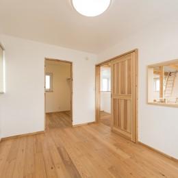 自然素材+断熱性能 体にやさしい住まい (ナチュラルな無垢杉をたっぷり使用した寝室)
